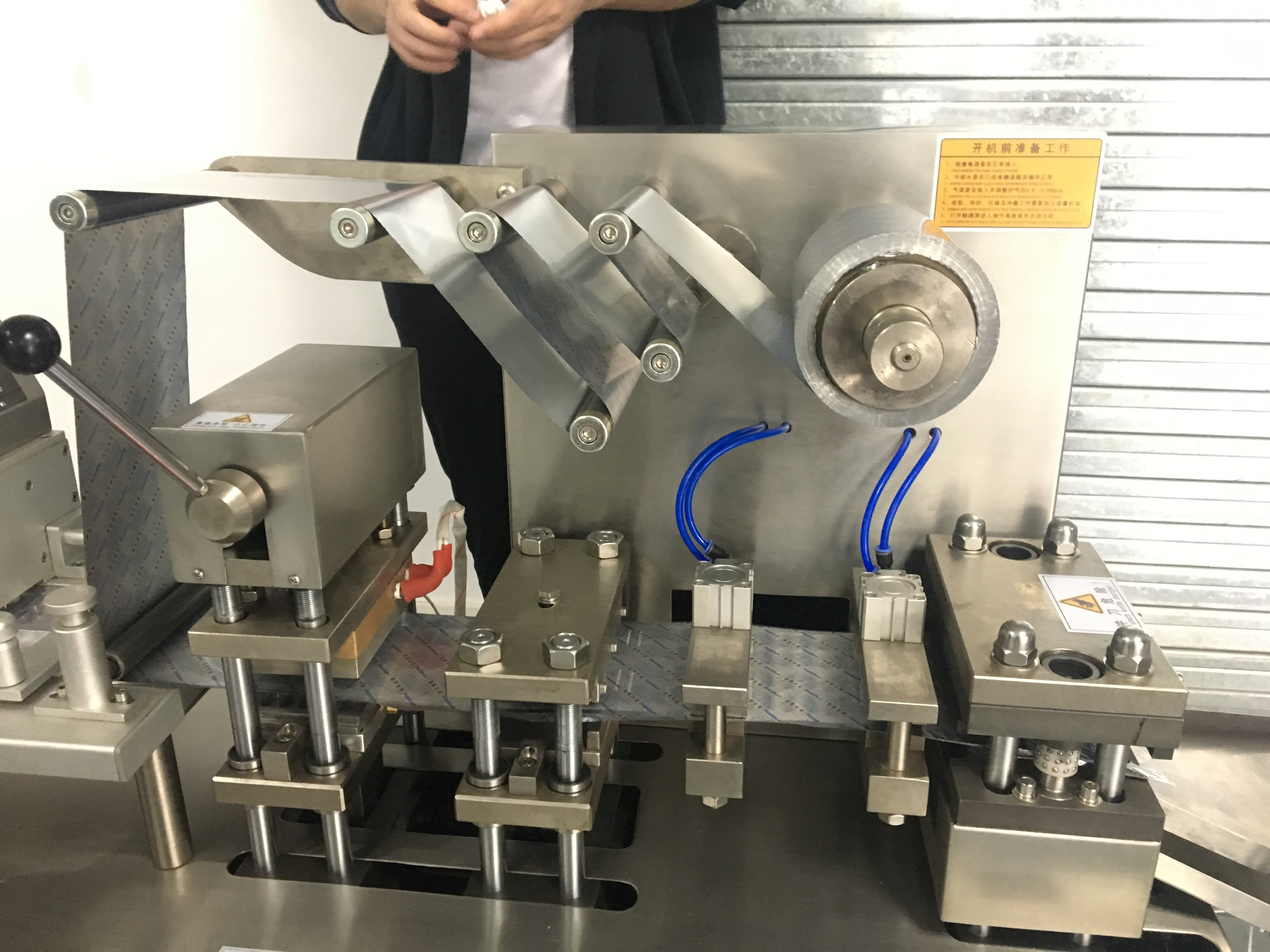 blister packaging machine 1